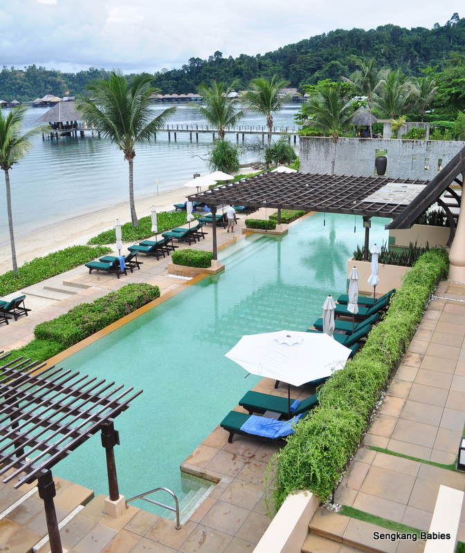 Gaya Island Resort swimming pool