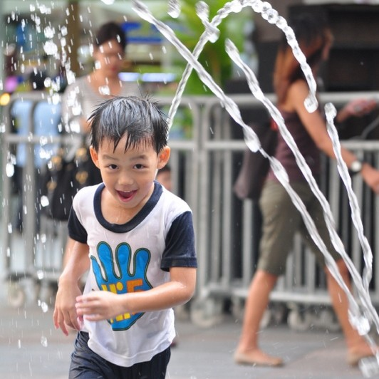 Water play at Fountains, Bugis Junction Fountain