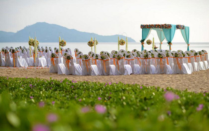 Holiday Inn Mai Khao wedding