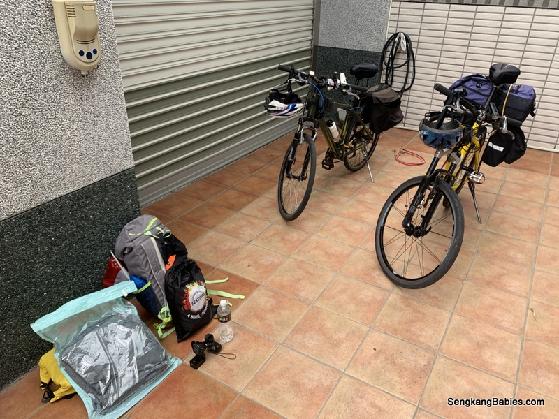Bicycle panniers packing